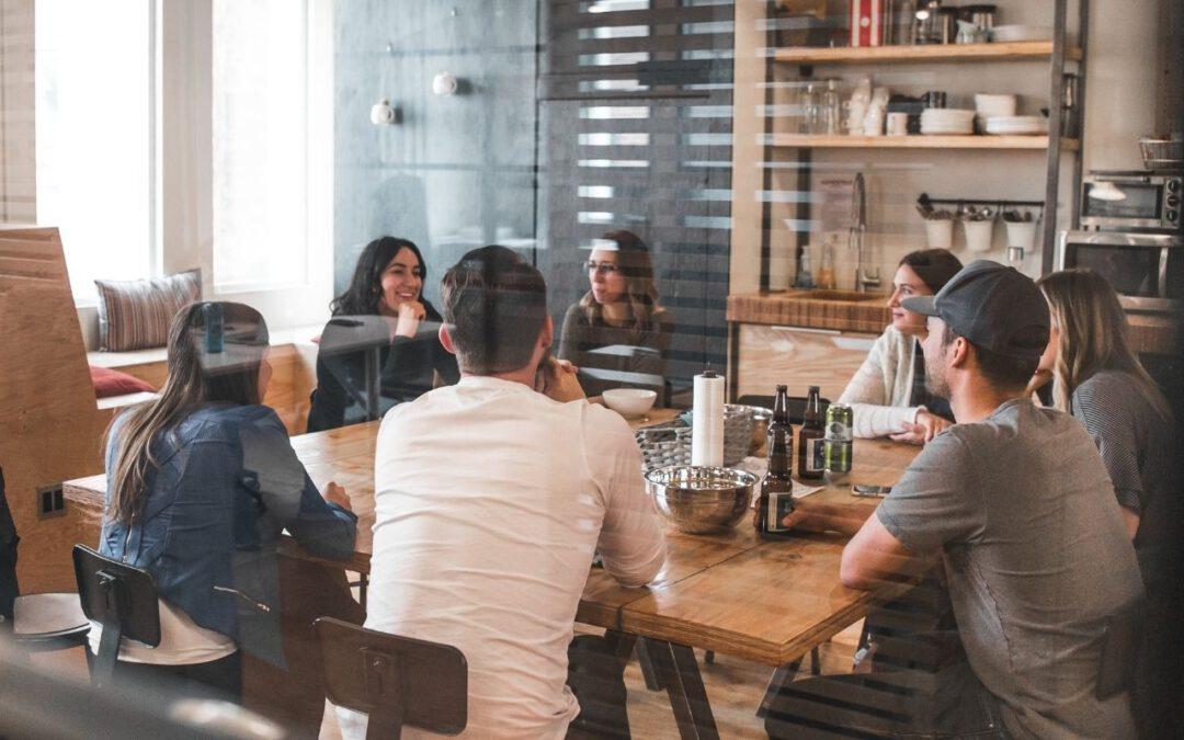 Meeting (Bild: Bantersnaps auf Unsplash)